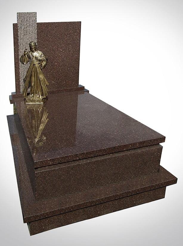 Marmurowy nagrobek ze złotym Jezusem - Nagrobki Bielsko-Biała