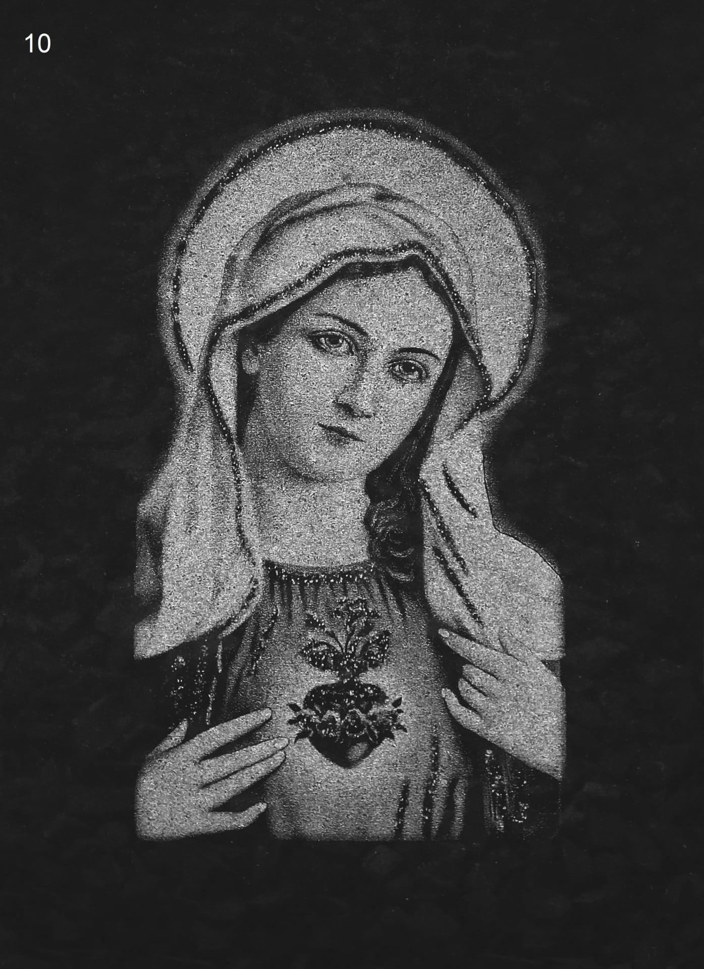 Grawer Marii na czarnym nagrobku - Nagrobki Bielsko-Biała