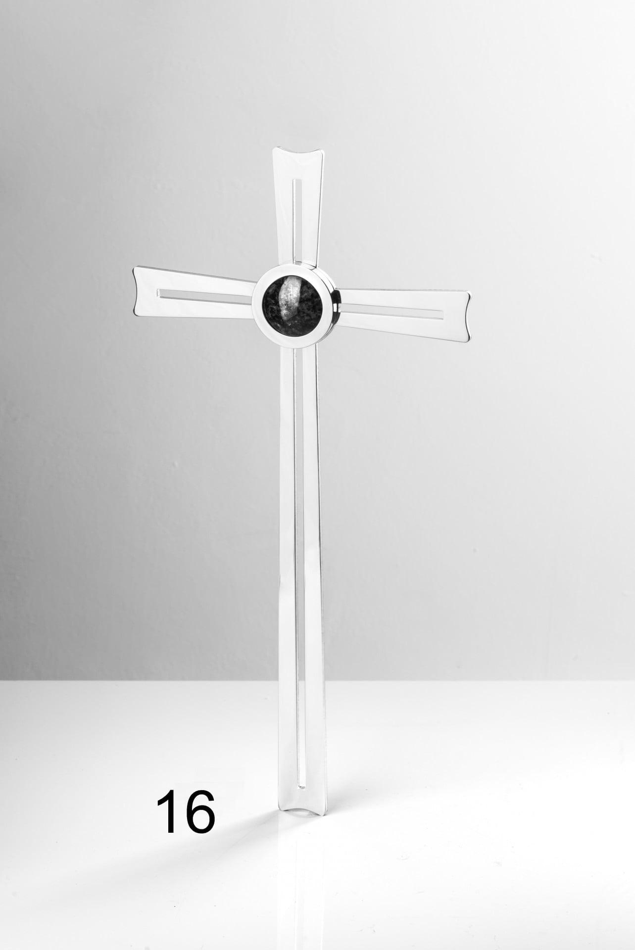 Srebrny krzyżyk z czarnym detalem - Nagrobki Bielsko-Biała