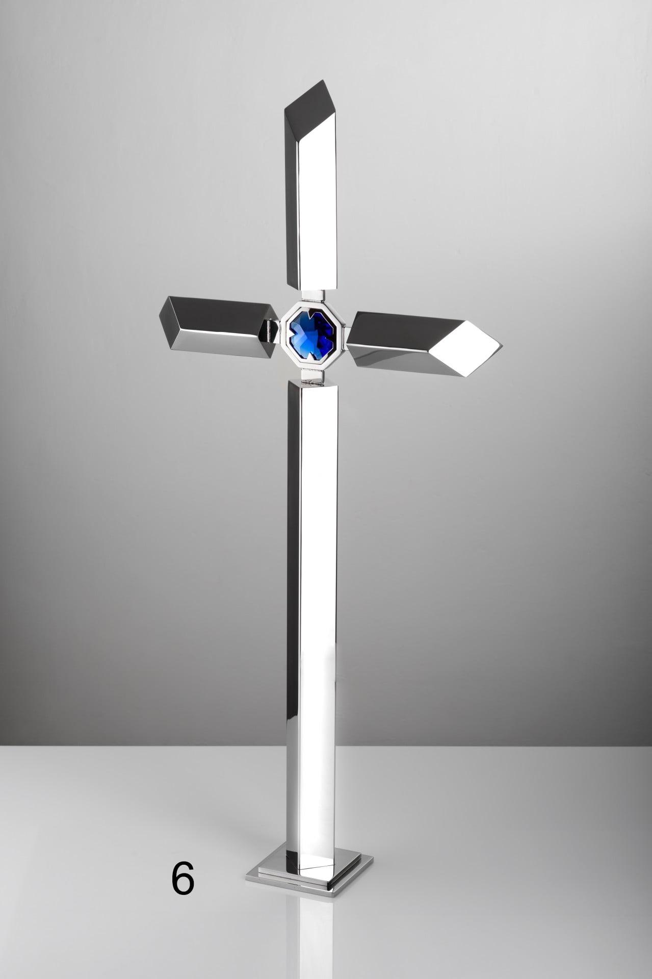 Srebrny krzyż z niebieskim detalem - Nagrobki Bielsko-Biała