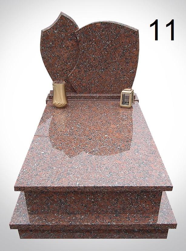 Marmurowy nagrobek ze złotym lampionem i donicą - Nagrobki Bielsko-Biała
