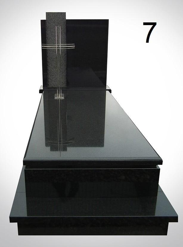 Czarny nagrobek ze srebrnym krzyżem - Nagrobki Bielsko-Biała