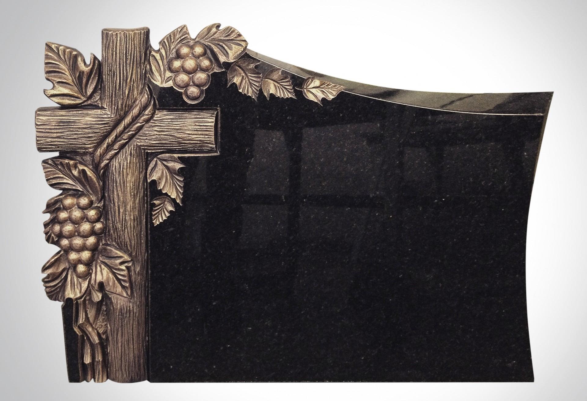 Rzeźba złotego krzyża z drewna i winogronem - Nagrobki Bielsko-Biała