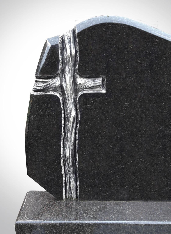 Rzeźba drewnianego krzyża - Nagrobki Bielsko-Biała