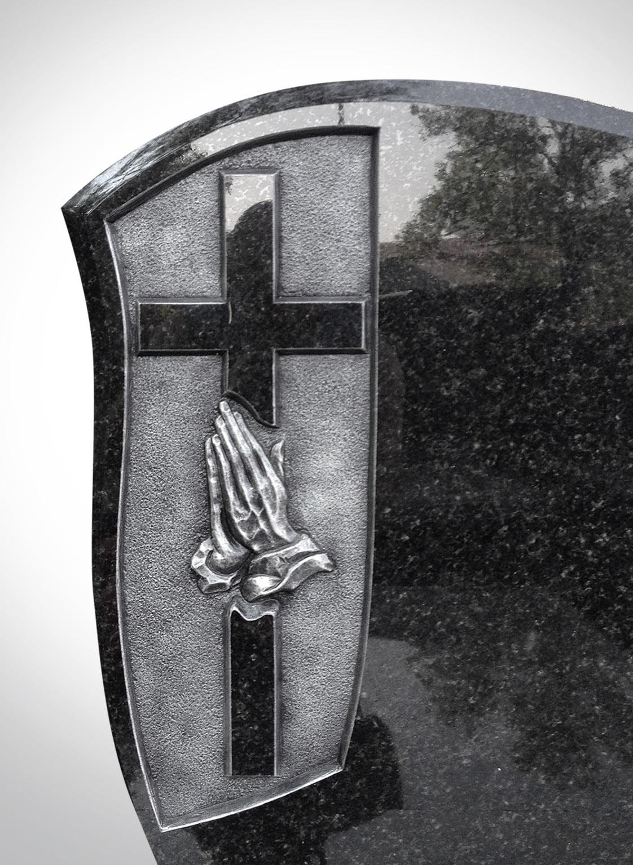 Czarny nagrobek z rękoma i krzyżem - Nagrobki Bielsko-Biała