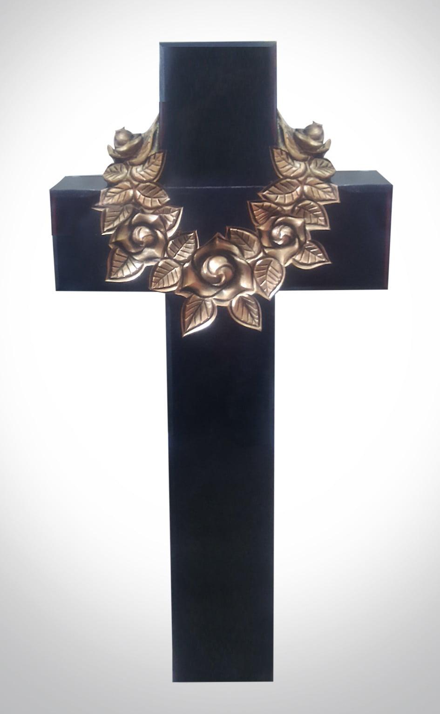 Czarny krzyż z wieńcem - Nagrobki Bielsko-Biała