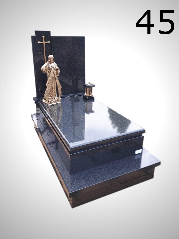 Czarny nagrobek z krzyżem i figurką Jezusa - Nagrobki Bielsko-Biała